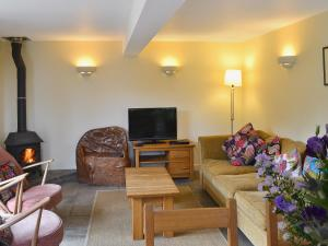 A seating area at Two Bedroom Cottage in Carlingcott nr. Bath