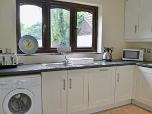 A kitchen or kitchenette at The Haven