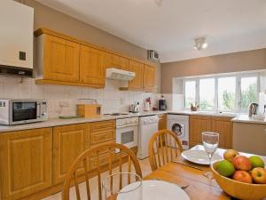 A kitchen or kitchenette at Church View