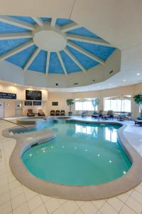 The swimming pool at or near Radisson Hotel & Suites Fallsview