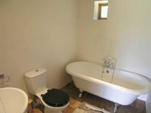 A bathroom at The Old Packhouse