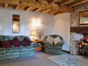 A seating area at Glen Cottage