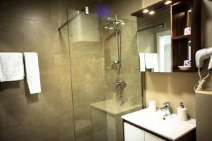 Ein Badezimmer in der Unterkunft Cafe-Restaurant LEO