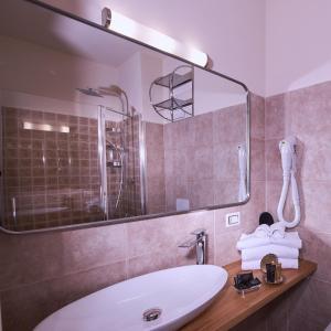 A bathroom at Villa Tower Inn