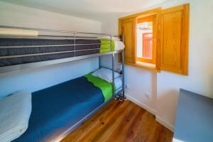 A bunk bed or bunk beds in a room at Aguda Beach Charming House by MP