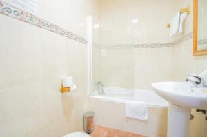 A bathroom at Hotel Solymar