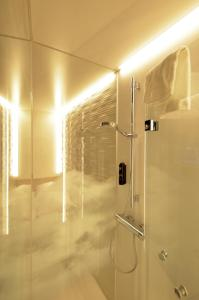 Bagno di MY CLOUD Transit Hotel - Guests with international flight only!
