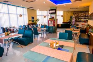 A restaurant or other place to eat at Aqua Hotel