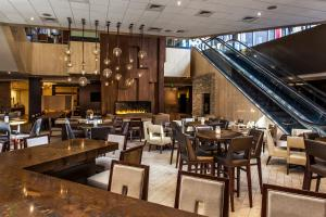 A restaurant or other place to eat at Hilton Denver City Center