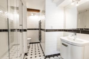A bathroom at Pension Dientzenhofer