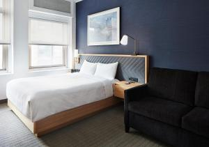 A bed or beds in a room at Radisson Hotel New York Wall Street