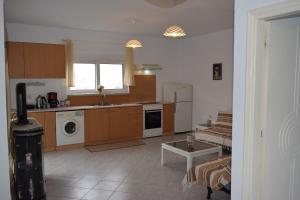 Η κουζίνα ή μικρή κουζίνα στο Kalavarda Village Apartment
