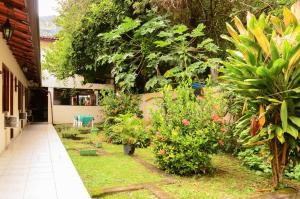 Um jardim em Pousada Recanto do Sabiá