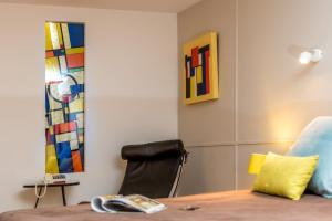 A seating area at Hotel le Corbusier