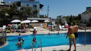 Swimmingpoolen hos eller tæt på Happy Apart Hotel
