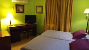 Cama o camas de una habitación en Hotel Cabañas