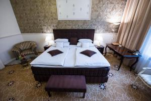 A bed or beds in a room at Golden Royal Boutique Hotel & Spa