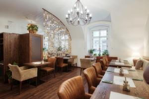 A restaurant or other place to eat at Hotel Residence Agnes