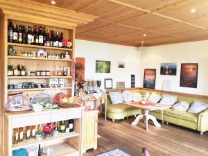 Lounge oder Bar in der Unterkunft Wein & Landhaus Willi Opitz