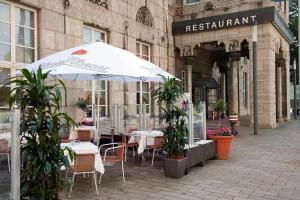 A restaurant or other place to eat at Wyndham Duisburger Hof