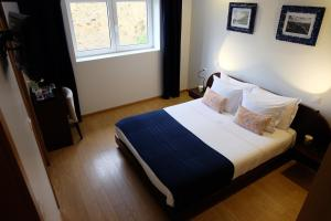 A bed or beds in a room at Quinta Manhas Douro