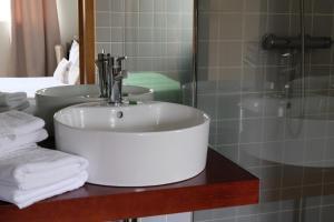 A bathroom at Quinta Manhas Douro