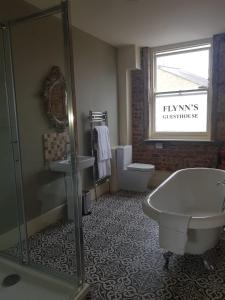 A bathroom at The Crown Pub & Guesthouse