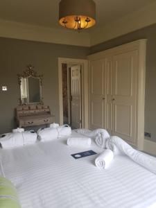 A bed or beds in a room at The Crown Pub & Guesthouse