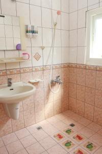A bathroom at Hsin Hsin Hotel