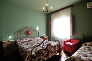 A bed or beds in a room at Villa Mirella