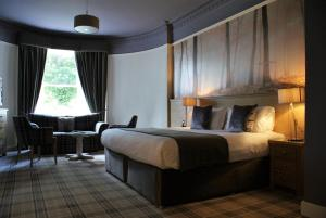 A bed or beds in a room at Glen Mhor Hotel