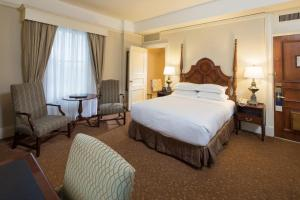 A bed or beds in a room at The Seelbach Hilton Louisville