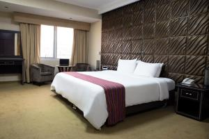 A bed or beds in a room at Luxury Inkari Hotel