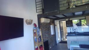 TV a/nebo společenská místnost v ubytování RESIDENCE U RE D' ALZETTU