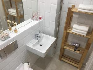 A bathroom at Apartment on Okeanskiy Prospekt