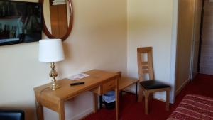 Télévision ou salle de divertissement dans l'établissement Hostellerie Reeb (Room Service disponible)