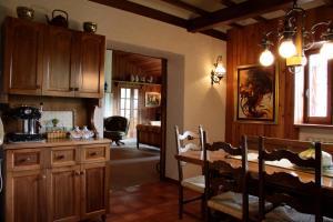 A kitchen or kitchenette at Le Rocce di Scanno B&B di Charme