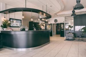 The lobby or reception area at Golden Tulip Hotel Alkmaar