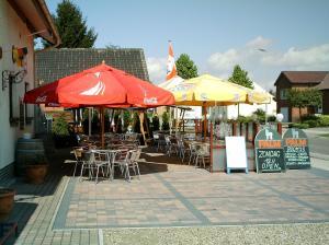 Een restaurant of ander eetgelegenheid bij gasthof lederhose