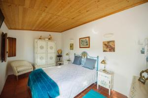 A bed or beds in a room at Monte da Freira