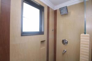 A bathroom at Lytton Hotel