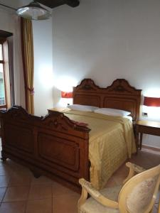 A bed or beds in a room at B&B degli Amalfitani