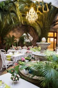 A restaurant or other place to eat at Golden Royal Boutique Hotel & Spa