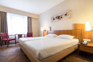 A bed or beds in a room at Astoria Hotel Antwerp