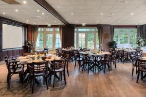 Een restaurant of ander eetgelegenheid bij Fletcher Hotel-Restaurant De Broeierd-Enschede (former Hampshire Hotel – De Broeierd Enschede)