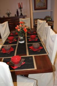 A restaurant or other place to eat at L'Oustal de l'Annetta Chambres et Tables d'Hôtes