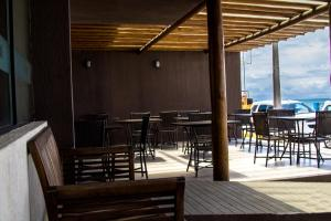 A restaurant or other place to eat at Beleza Beach Hotel