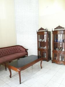 A seating area at Kembang Baru Homestay
