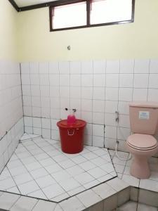 A bathroom at Kembang Baru Homestay