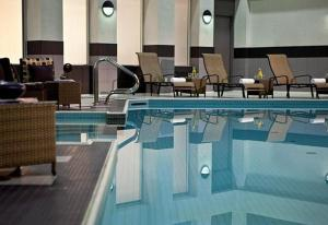 The swimming pool at or near Toronto Marriott City Centre Hotel
